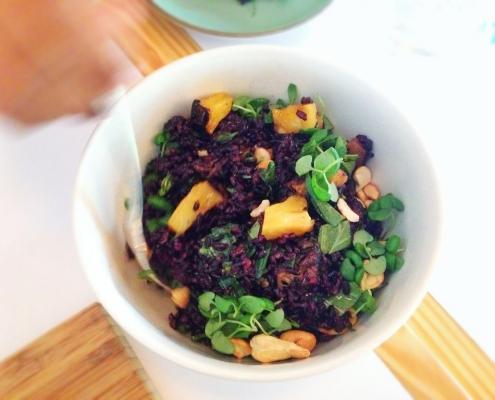 Črni riž v exotic solati